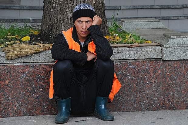 Те вакансии которые все же существуют, подразумевают самый низкий уровень оплаты труда и легко замещаются гастарбайтерами Фото: Евгения ГУСЕВА
