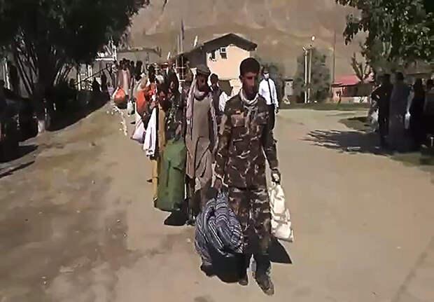 На фото: афганские беженцы в приграничной зоне в Хороге, Горно-Бадахшанская автономная область.