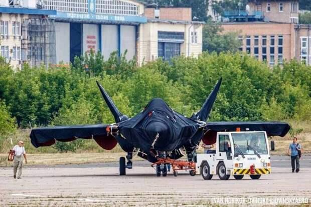 На фоне нескончаемых проблем с американскими F-35 Россия презентует новый истребитель