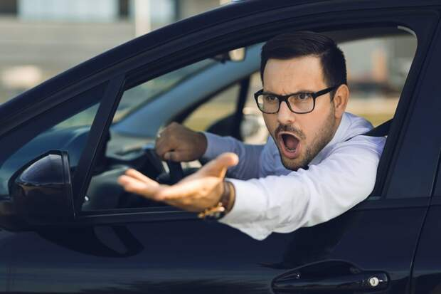 Почему водители дорогих автомобилей плюют на ПДД: отвечает наука