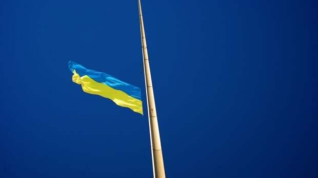 Украинская пенсионерка провалилась под тротуар по пути в больницу