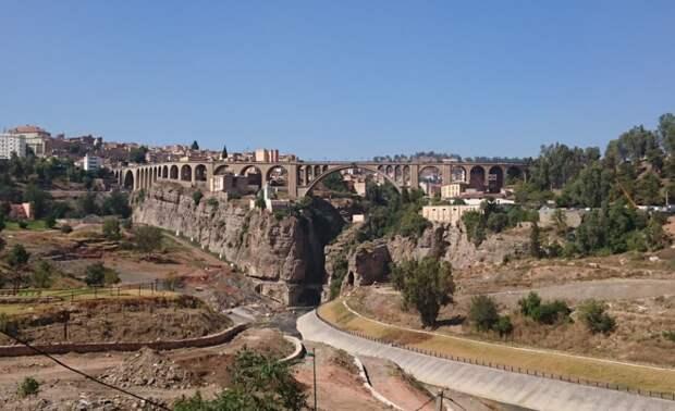 Вид на виадук Сиди-Рашед