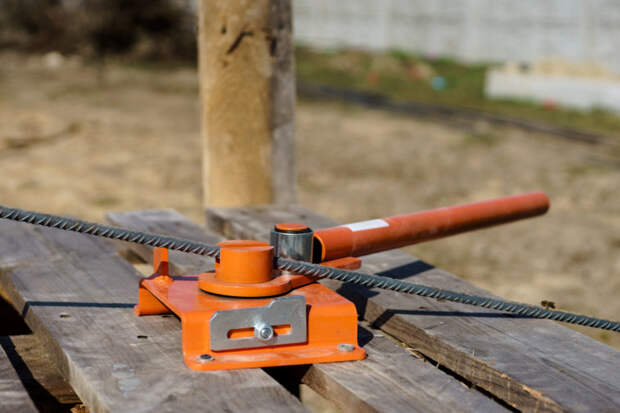 Гибочный станок для изготовления зигзагов из стального круглого прутка