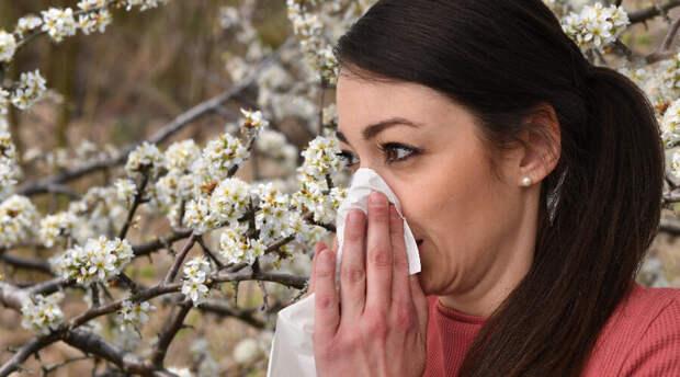 Врач назвала косточковые фрукты опасными для аллергиков