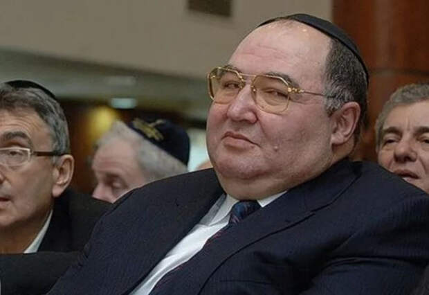 Пачки купюр и эротическая коллекция: задержаны действующий губернатор и влиятельный еврей-миллиардер