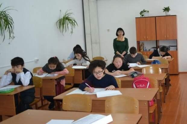 Путин ждет доклад по обеспечению безопасности школ в РФ к августу