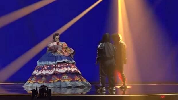 Манижа объяснила выбор красного комбинезона для выступления на Евровидении