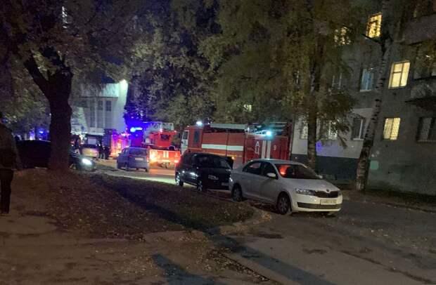 У общежития РГУ в Рязани заметили шесть пожарных машин