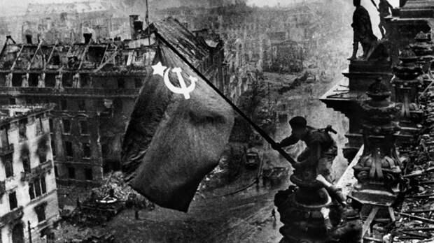 В Берлине открылась выставка советского фотокорреспондента Евгения Халдея
