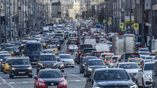 Пробки на дорогах Москвы достигли девяти баллов