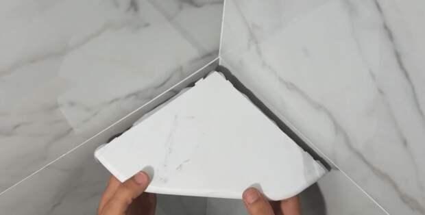 Угловые полки на кафельной стене без сверления и подпилов