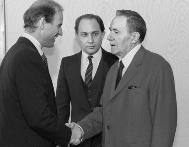 Каким будет первое президентское рукопожатие Путина и Байдена?