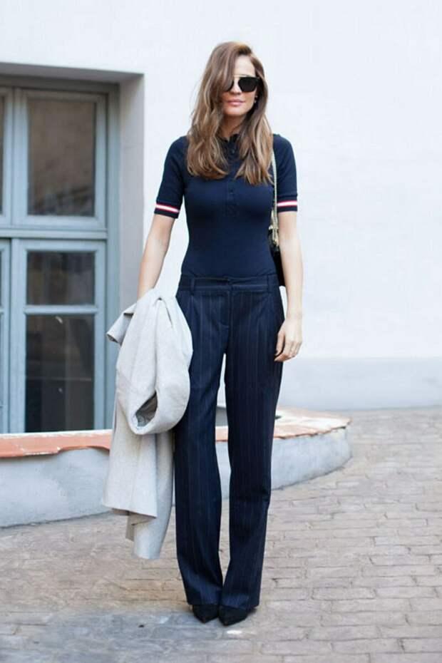3 нестандартных футболки, которые стилисты советуют носить женщинам любого возраста
