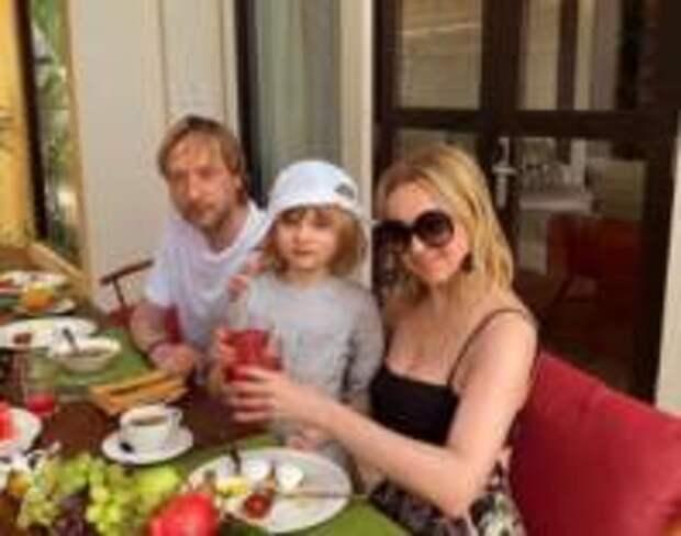 Яну Рудковскую раскритиковали за отдых без младшего сына
