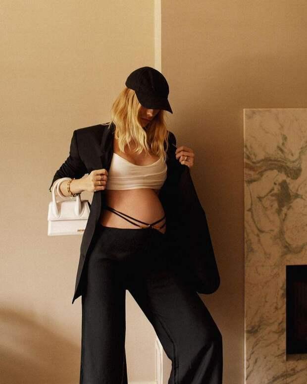 Беременная Елена Перминова оголила живот в стильном наряде