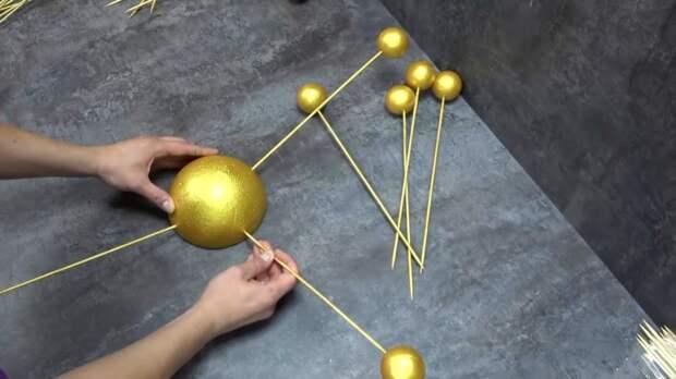 Удивительный декор для стены из шпажек и шариков