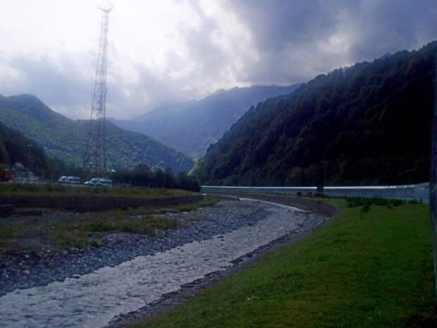 Красная Поляна.  Прогулка вдоль реки Бешенка