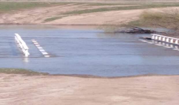Тоже под водой: два низководных моста затопило вГагинском районе
