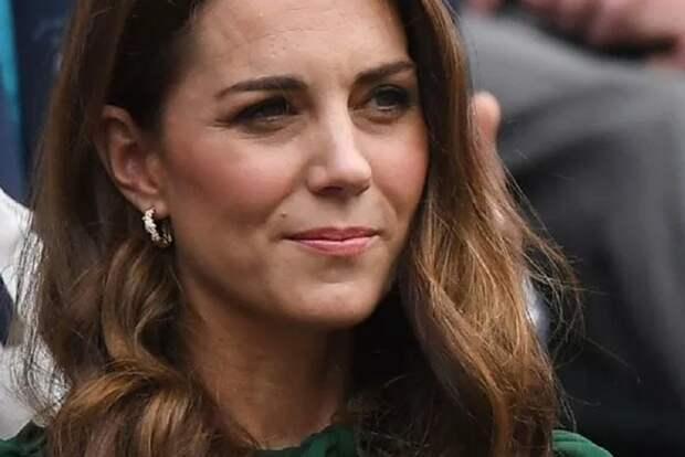 Кейт Миддлтон ошиблась в своем титуле во время визита в Шотландию