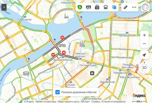 На дорогах Петербурга плотнее, чем в обычный входной. Движение могут перекрывать