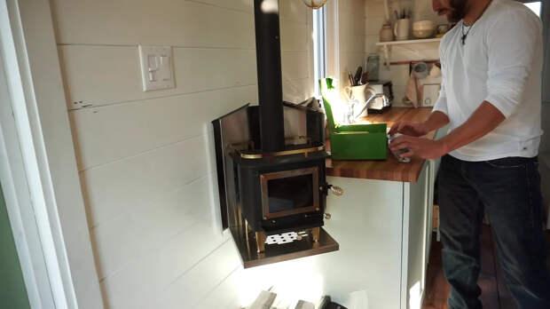 небольшая печка в маленьком доме
