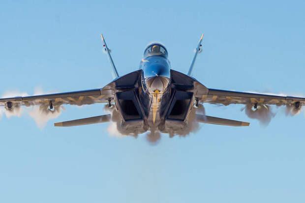У следившего за Су-35 американского истребителя отказал датчик