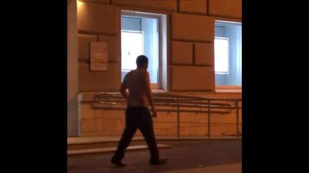 На улице Почтовой в Рязани засняли полуголого мужчину