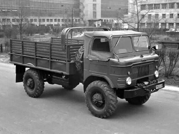 Один из самых массовых грузовиков СССР ГАЗ 66 Шишига