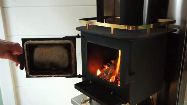печка в крошечном доме