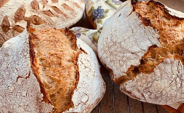Хлеб получается всегда мягким и пушистым внутри: при выпечке вкладываем сверху масло