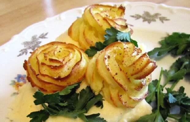 Картофельные цветы: на столе выглядят как бутоны, но на самом деле внутри и гарнир, и горячее