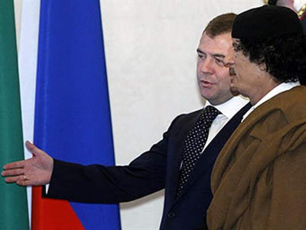 Дмитрий Медведев и Муаммар Каддафи. Архивное фото (c)AFP