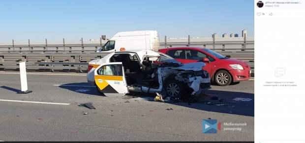 Один человек погиб и два пострадали в крупном ДТП на Живописном мосту