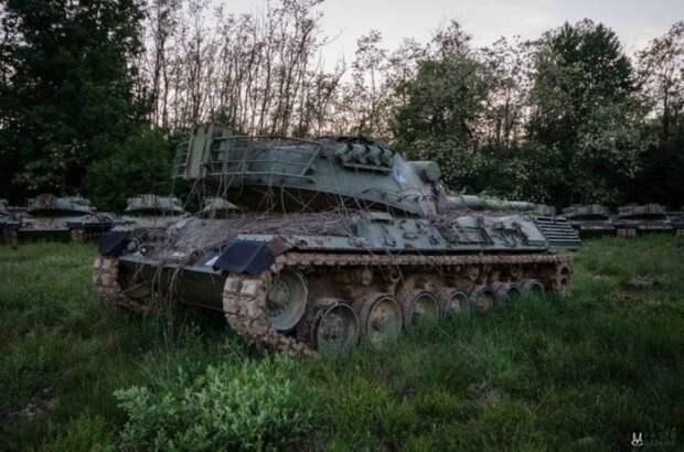 Ржавые танки бундесвера на кладбище военной техники под Берлином