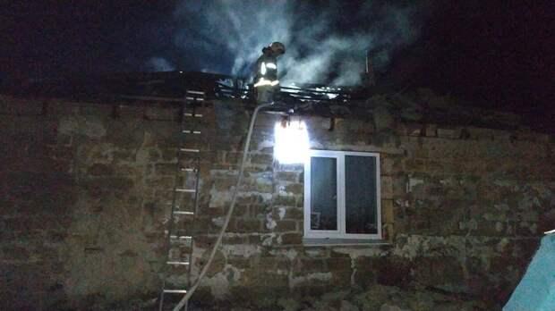 Под Симферополем полностью сгорела кровля частного дома