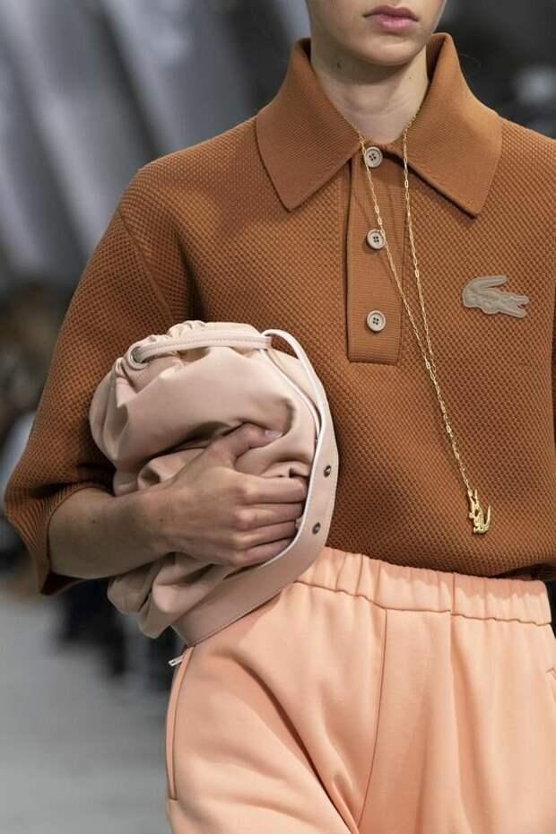 Поло – модный воротник, который набирает популярность в этом сезоне