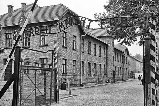 Польша хочет запретить посещать Освенцим школьникам Израиля