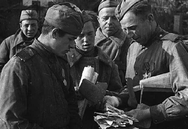 Почему красноармейцы на фронте посылали треугольные письма