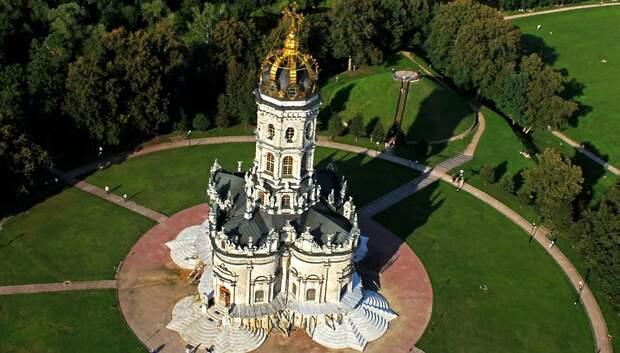 Богослужения в храме Знамения Богородицы в Подольске начали проводить на улице