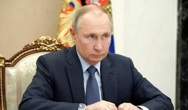 Путин предложит Минздраву рассмотреть вопрос об упрощенном допуске врачей к работе на скорой