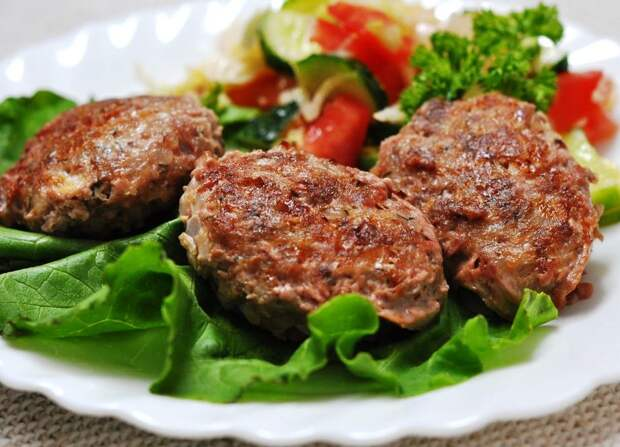 Из гречки и фарша можно приготовить гречаники. Вкусно, просто и доступно