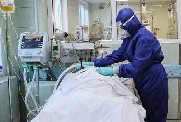97-летнего мужчину выписали после выздоровления из ковид-госпиталя в Краснодаре