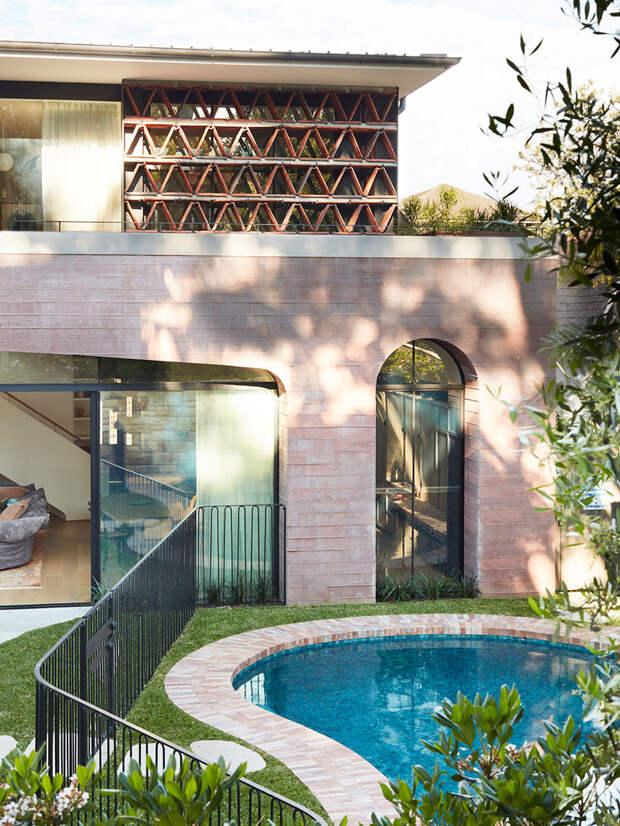 История розового дома: новый облик здания в неоготическом стиле в Австралии
