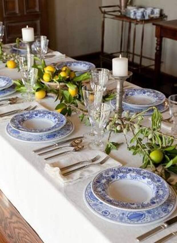 Сервировка стола в сезонных цветах Pantone 2021: советы и хитрости от дизайнера