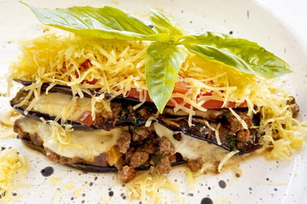 Фото к рецепту: Мусака с баклажанами по-гречески
