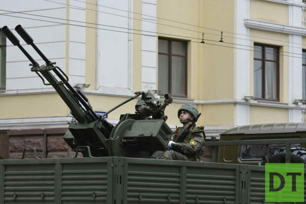 По центру Донецка проехала новая боевая техника и прошли колонны «Бессмертного полка»