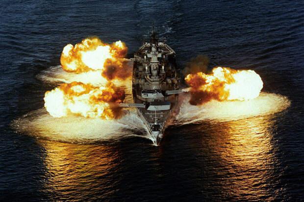 Линкор ВМС США обстреливал побережье Вьетнама гигантскими снарядами