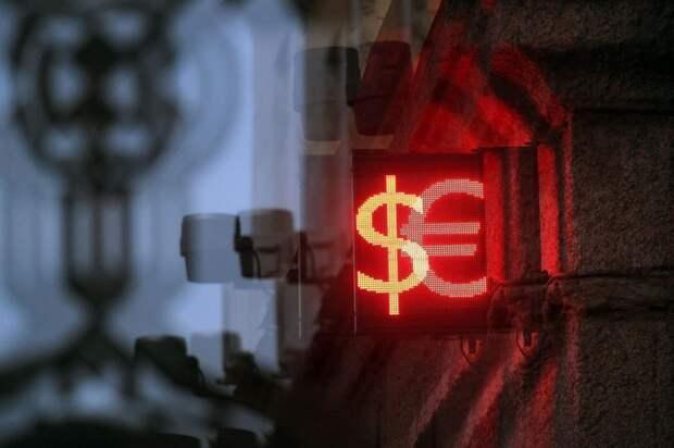 Инвестор посоветовал россиянам покупать доллары и евро