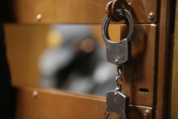 Сбросившую с балкона дочь россиянку заключили под стражу