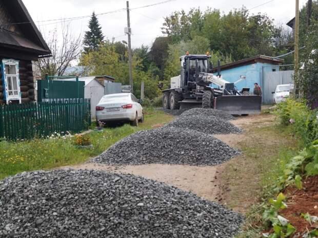 В Ижевске начали укладывать щебень на 31 участке дорог в частном секторе